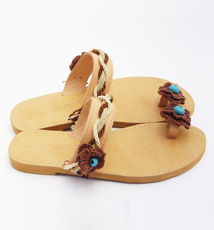 gynaikeia-sandalia-ellinika-xeiropoita-sandalia-me-kordonia-xantres-toe-ring-sandalia-ariadni-greekhandmadebox.jpg